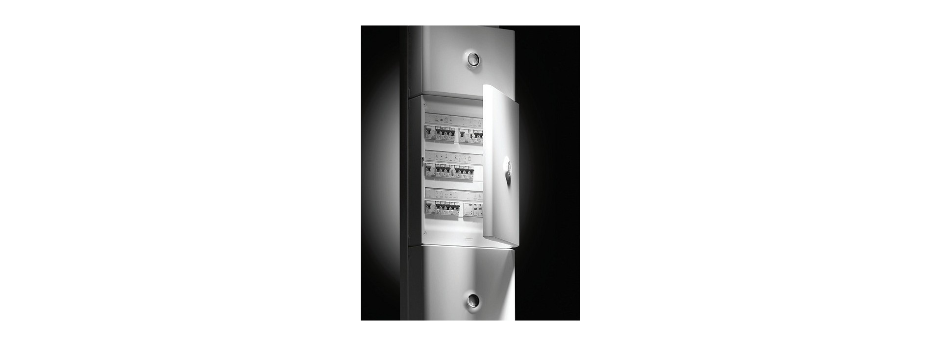 Disjoncteur, Tableau électrique et matériel de distribution en énergie
